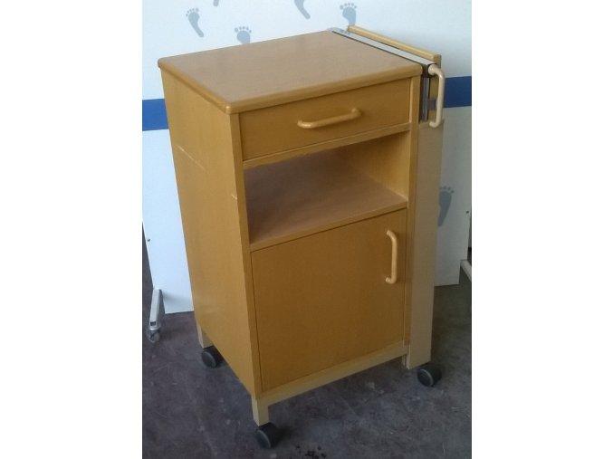 Noční stolek s výklopnou deskou repasovaný